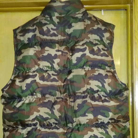 Other - NWOT MENS GRN CAMEO PUFFA QUILTED VEST 2X